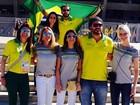 Fê Paes Leme 'esquenta' para o jogo do Brasil ao lado de amigos famosos