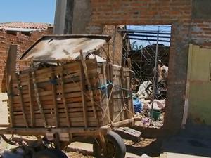 Casa incendiada em Cachoeirinha, Pernambuco (Foto: Reprodução/ TV Asa Branca)