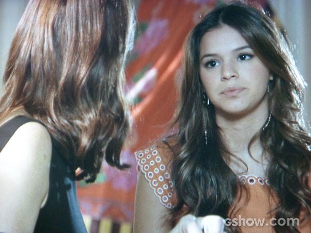 Luiza não dá trégua e provoca a mãe (Foto: Em Família/TV Globo)