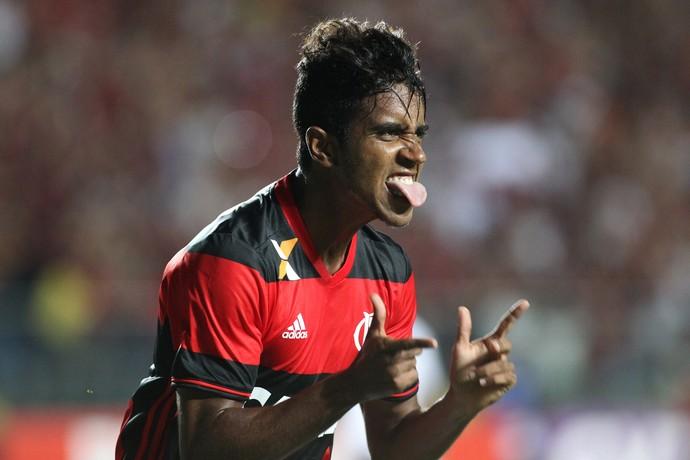 Gabriel comemoração Flamengo x Ponte Preta (Foto: Gilvan de Souza / Flamengo)