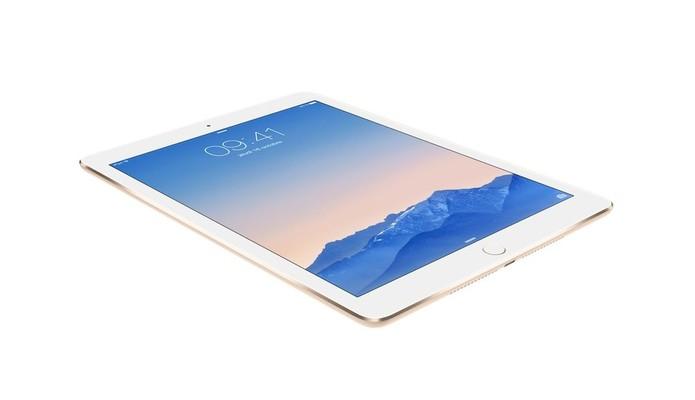 iPad Air 2 conta com tela com resolução superior à QHD, mas inferior à do iPad Pro (Foto: Divulgação/Apple)