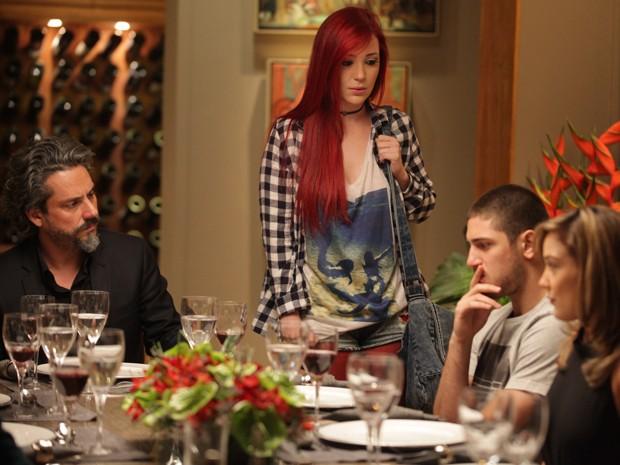 Du interrompe jantar da família Medeiros e diz que está grávida (Foto: Pedro Curi/Gshow)