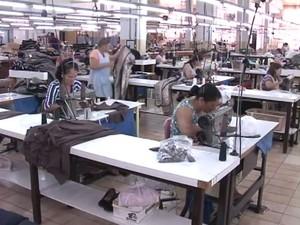 Indústria têxtil demitiu 2.162 profissionais no Paraná, de acordo com o Caged (Foto: Reprodução/ RPC)