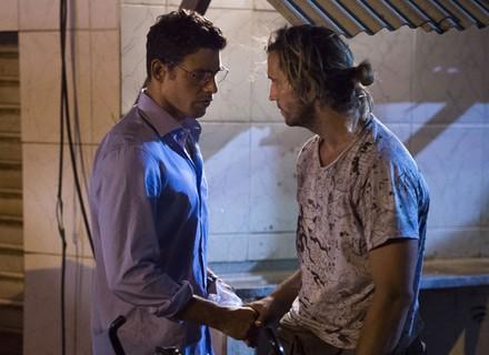 Maurício cede ao apelo de Beatriz e compra substâncias com Celso
