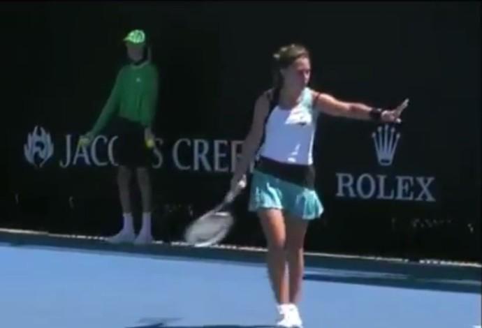 Italiana  Maria Vittoria Viviani foi desclassificada do Aberto da Austrália por ter acertado um boleiro em sua primeira partida pela chave de juniores. (Foto: Reprodução)