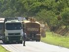 Motorista fica ferido em acidente entre dois caminhões em Pratânia