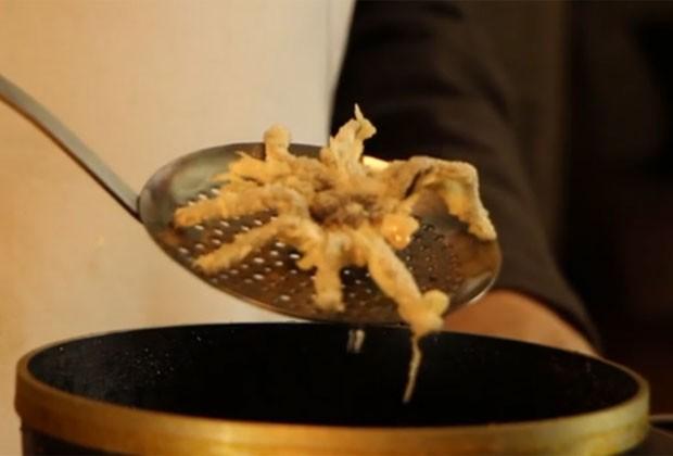David George Gordon ensinou como preparar um tempurá de tarântula (Foto: Reprodução/Vimeo/Annette Frahm)