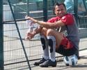 Longe do ideal físico, Jônatas ganha apoio do treinador: 'Técnica continua'