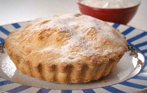 Torta de maçã com chantilly e recheio à base de rum