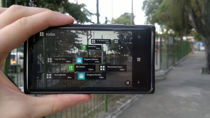 Realidade aumentada do Windows Phone coloca informações na câmera do aparelho (Foto: Divulgação/Windows Phone Store)