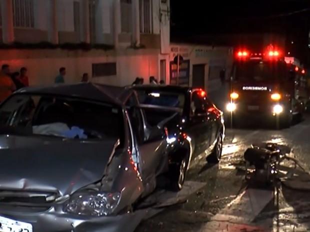 Idosa morreu em acidente com três carros no Centro de Piracicaba (Foto: Rapido no Ar)