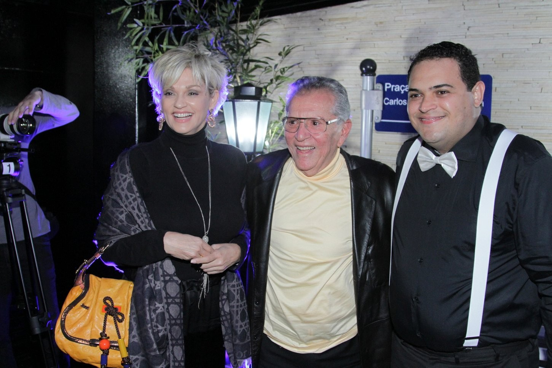 Carlos Alberto de Nobrega e Andrea de Nobrega e Matheus Ceara (Foto: Léo Franco/ Agnews)