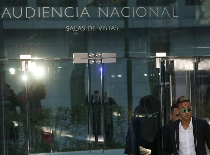 Neymar deixa audiência em Madri (Foto: Reuters)