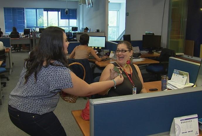 Renata percorreu os departamentos da TV TEM (Foto: De Ponta a Ponta / TV TEM)