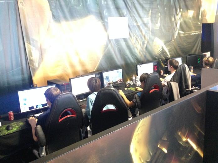 Jogadores profissionais de StarCraft 2 em coletiva de imprensa do evento (Foto: Reprodução/Felipe Vinha)