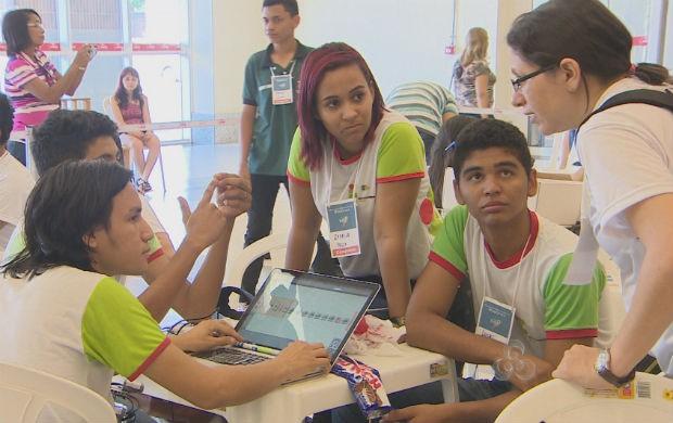 Estudantes na Olímpiada Brasileira de Robótica, etapa Amapá (Foto: Reprodução/TV Amapá)