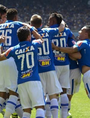 Jogadores do Cruzeiro contra o Santa Cruz (Foto: Washington Alves/Light Press)