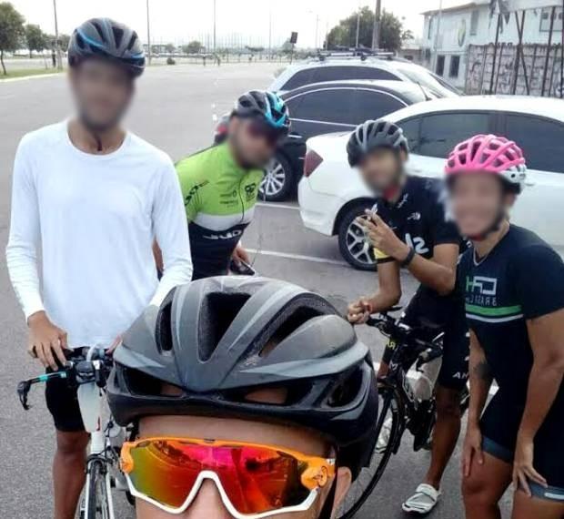 Ciclistas fizeram uma selfie entes do passeio pela orla, que terminou em acidente. belém Portal da Amazônia (Foto: Bruno Seixas/ Arquivo pessoal)
