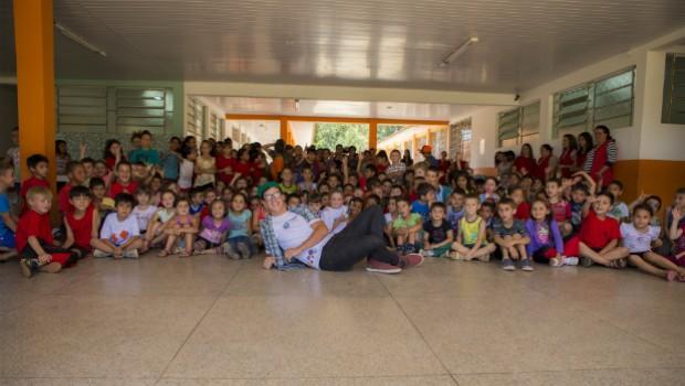 Equipes do Televisando percorreram diversos municípios para fazerem as premiações (Foto: Divulgação/RPC TV)
