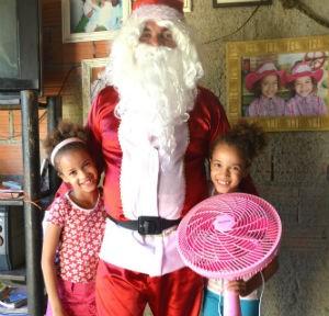 Gêmeas pediram ventilador ao Papai Noel (Foto: Divulgação)