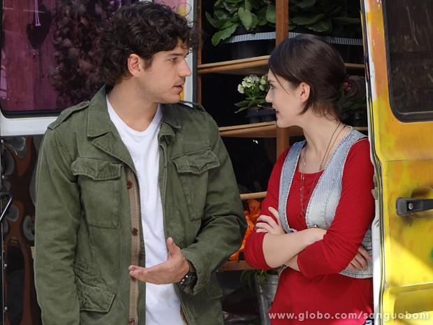 Giane diz que Bento está querendo chamar a atenção de uma certa patricinha (Foto: Sangue Bom/TV Globo)