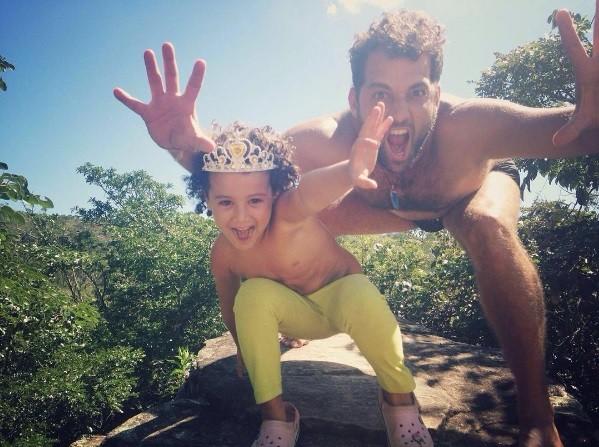 Daniel Ávila e a filha, Flor (Foto: Reprodução)