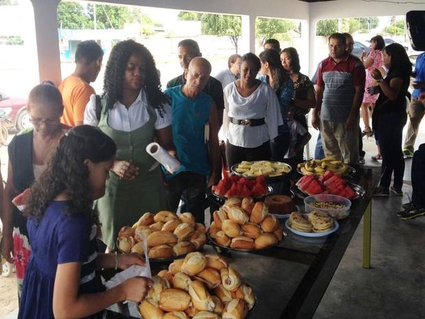 Cerca de 65 refugiados participaram do café da manhã (Foto: Jackson Félix/ G1 RR)