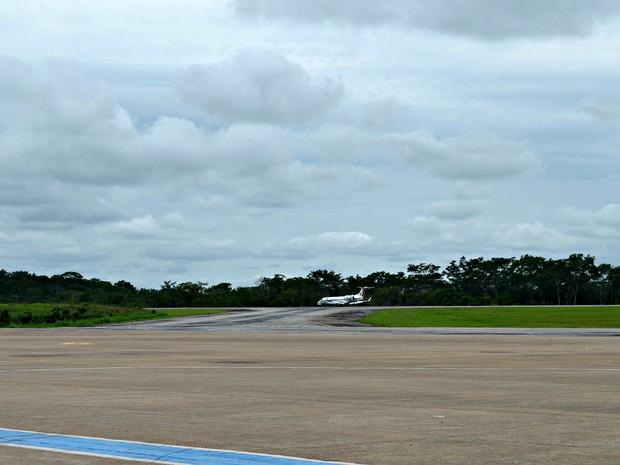 Reforma na pista do aeroporto está orçada no valor de R$ 97 milhões  (Foto: Veriana Ribeiro/G1)