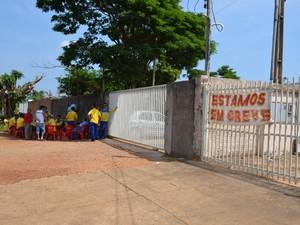 Carteiros entram em greve por tempo indeterminado em Vilhena, RO (Foto: Jonatas Boni/G1)