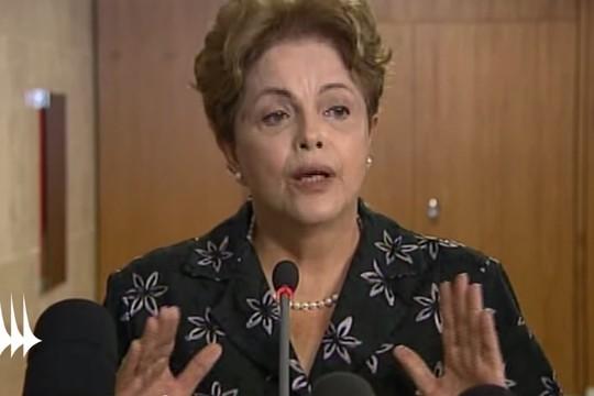 As faces de Dilma Rousseff: palmas viradas para a frente indicam que a presidente fala a verdade (Foto: Reprodução / YouTube)