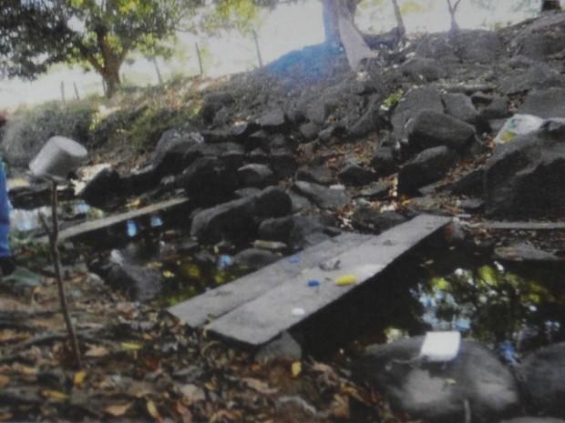 Riacho onde trabalhadores tomavam banho e pegava água para beber (Foto: SRTE-MT)
