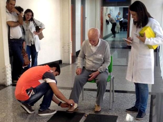 Estudante testa equipamento: projetos de pesquisa são desenvolvidos para saírem do ambiente acadêmico (Foto: Divulgação/ Inatel)