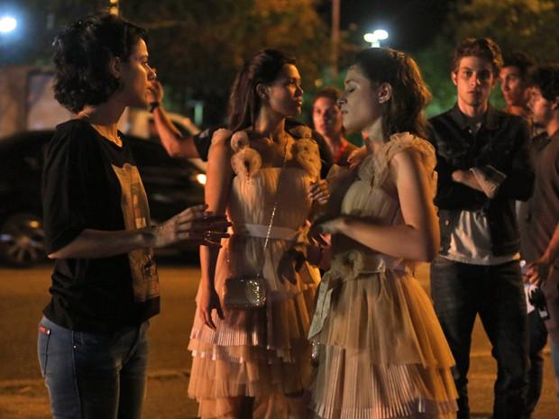Atores gravam cenas noturnas para a nova novela das nove (Foto: Pedro Curi / Gshow)