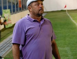 Treinador do Atlético-PB, Adelmo Soares observa o seu time contra o CSP (Foto: Richardson Gray / Globoesporte.com/pb)