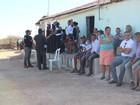 'Cinco suspeitos presos e vítimas de chacina são parentes', diz secretário