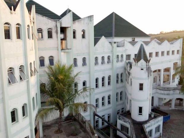 'Castelo' de 100 quartos deixado inacabado pelo sertanejo José Rico em Limeira (Foto: Reprodução/TV Globo)