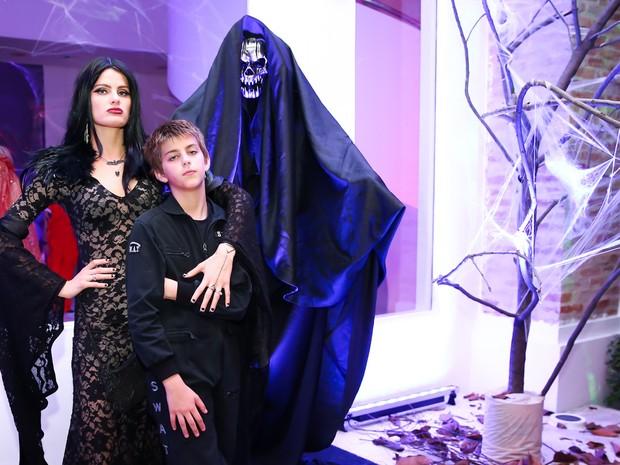 Isabeli Fontana e o filho Lucas em casa de festas em São Paulo (Foto: Manuela Scarpa/ Brazil News)
