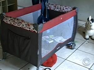 mãe montou berço em gabinete de prefeito (Foto: Reprodução/RBS TV)