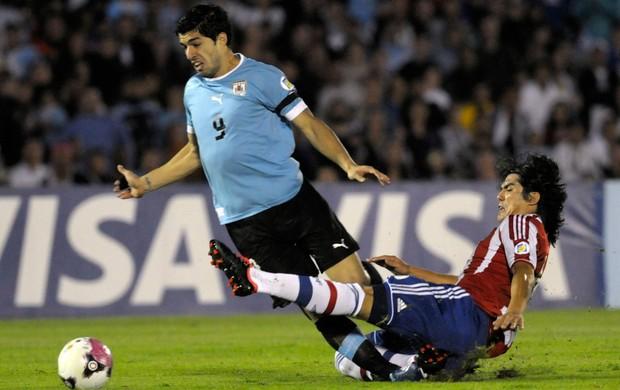 Fidencio Oviedo, Luis Suarez - Uruguai x Paraguai (Foto: AP)