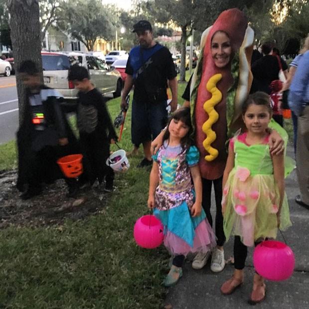 Patricia Maldonado entrou na brincadeira de Halloween com as filhas (Foto: Arquivo pessoal/ Patricia Maldonado)