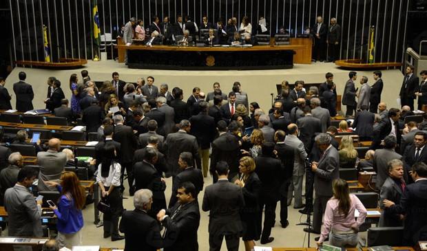 Plenário da Câmara dos Deputados, antes da aprovação de comissão para investigar Petrobras, primeira derrota do Planalto (Foto: Valter Campanato/Agência Brasil)