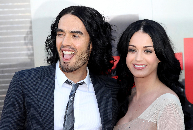 """Embora Katy Perry não tenha falado muito sobre seu divórcio com Russell, o comediante britânico só diz coisas boas sobre sua ex-mulher. Quando perguntado em outubro sobre o casamento de 14 meses com a cantora, Brand falou ao Today: """"Eu realmente aproveitei. Katy Perry é uma pessoa incrível"""".  (Foto: Getty Images)"""