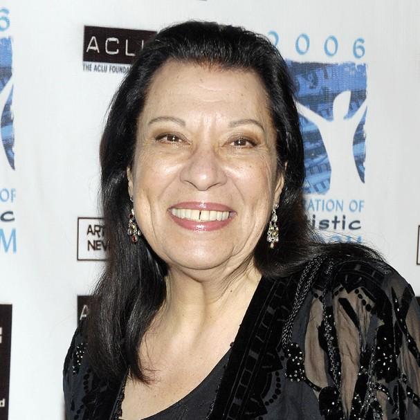 Shelley Morrison, conhecida por interpretar Rosario na série 'Will & Grace', foi presa por furtar uma jóia que custava quase mil reais. Ela teria sido liberada após pagar 45 mil reais de fiança (Foto: Getty Images)