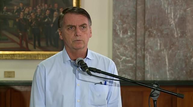 Bolsonaro diz que é 'desumano' dar atendimento sem 'garantia' aos pobres