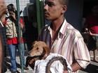 FOTOS: morador resgata cachorro preso em bueiro em Barra Mansa, RJ