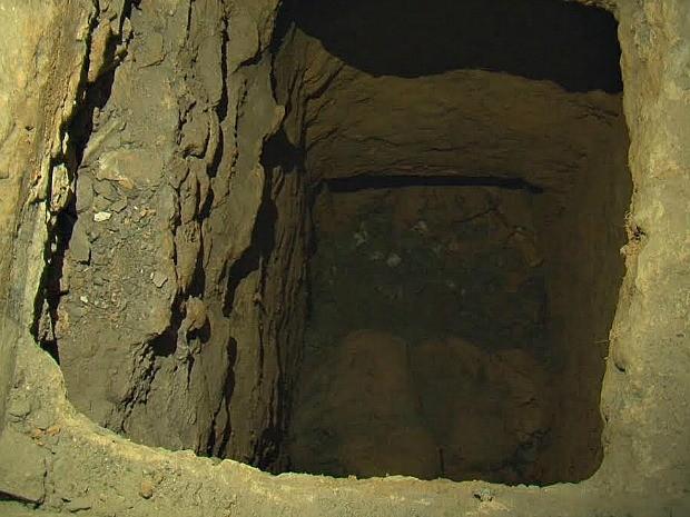 Túnel foi encontrado ao lado de cama em presídio no AM (Foto: Divulgação/Seap)