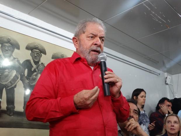 Lula falou aos jornalistas em uma coletiva de imprensa (Foto: Joalline Nascimento/G1)