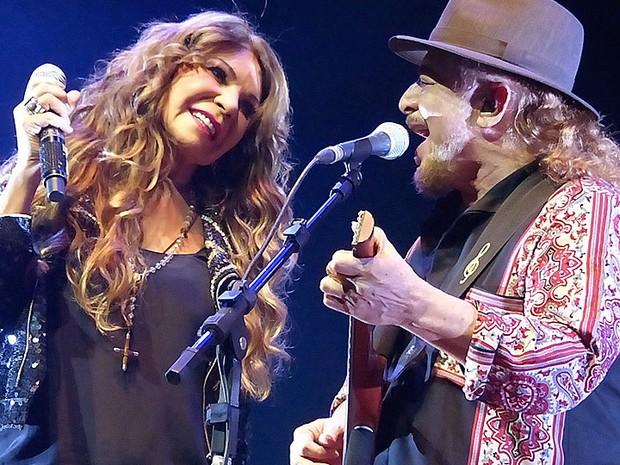 Elba Ramalho e Geraldo Azevedo se apresentam na Concha Acústica em Salvador, Bahia (Foto: Divulgação)