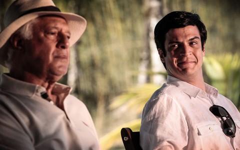 César declara seu amor por Félix (Pedro Curi/TV Globo)