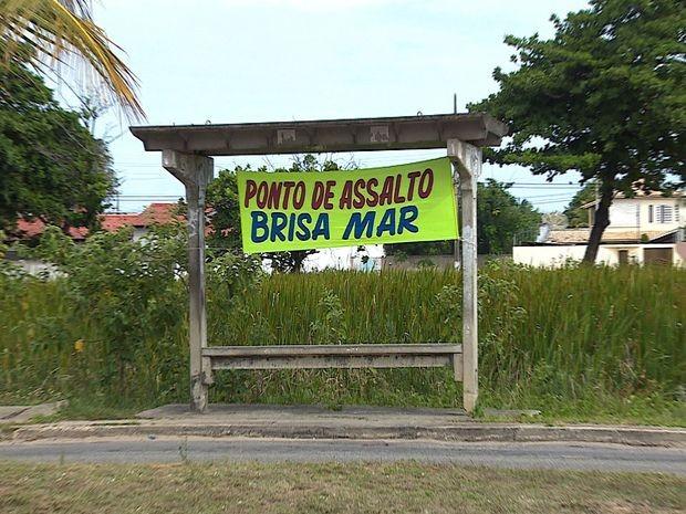 Faixa serve de alerta para pessoas que utilizam e andam pela localidade  (Foto  Flávio 5465c0657fa1